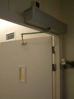 Electrical X-ray protection door